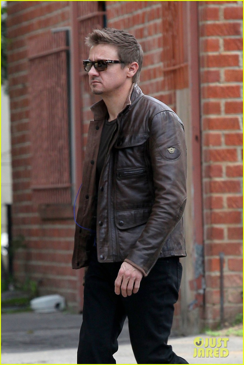 Jeremy Renner Jacket Cool Despite Divorce Drama 2015